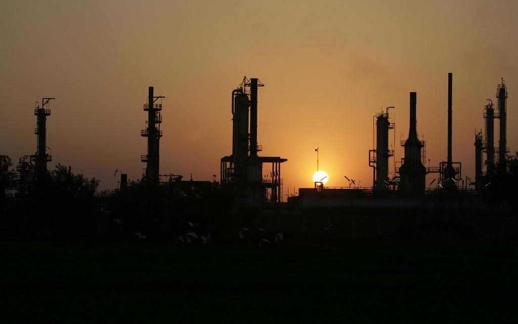 النفط الكويتي يتراجع إلى 48.8 دولاراً للبرميل