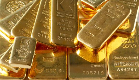 الذهب يتراجع متأثراً بصعود الدولار لأعلى مستوى في 12 عاماً