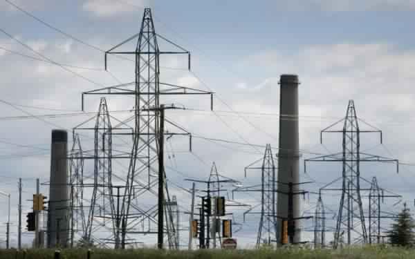 ايران تتبنى استراتجية جديدة لزيادة توريد الكهرباء للعراق