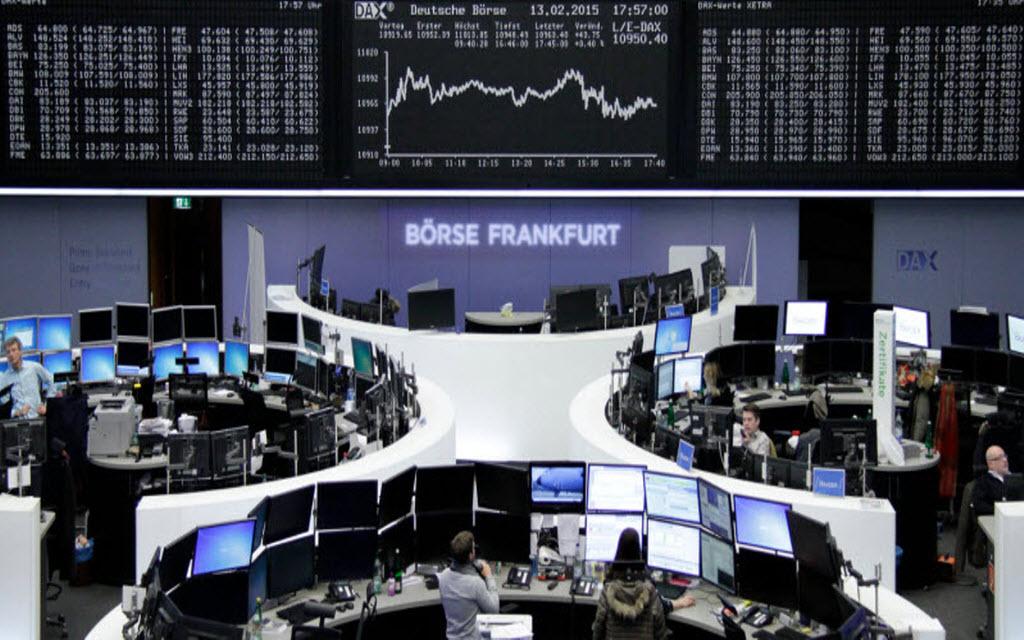 أوروبا تتباين في التعاملات الصباحية والأنظار على اليونان