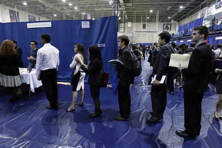 طلبات إعانة البطالة الأمريكية ترتفع بأكثر من المتوقع