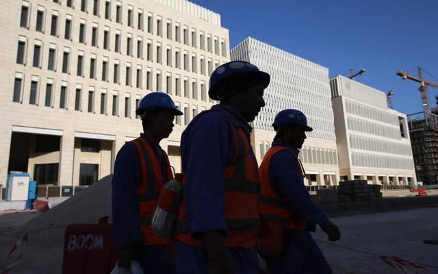 العمل القطرية ترصد مخالفة شركة مقاولات لقرار خفض العمالة