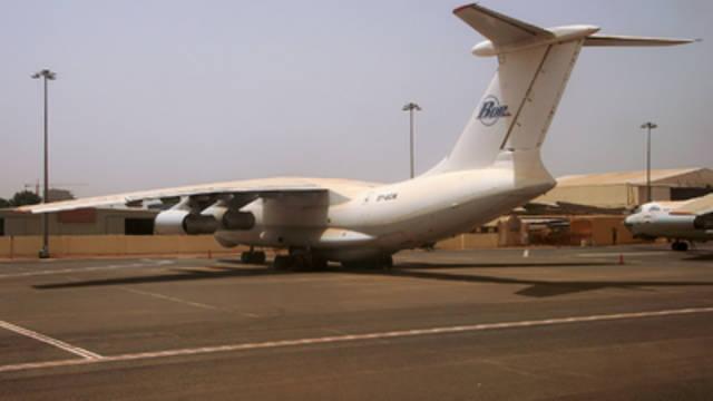 Sudan: Khartoum airport closed amid waiting for army statement