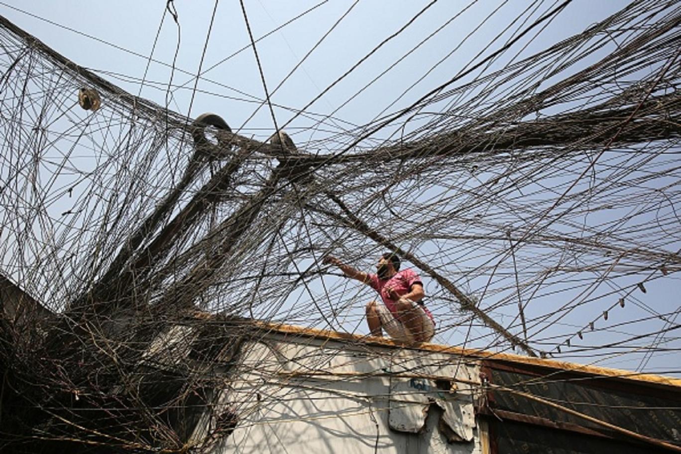 العراق وإيران يبحثان التعاون في قطاع الكهرباء