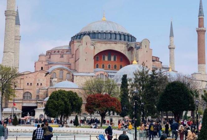 تركيا تستهدف زيادة إيرادات السياحة إلى 40 مليار دولار في 2020