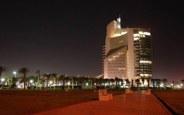 مؤسسة البترول الكويتية تُقر بدل العمل الإضافي للعاملين