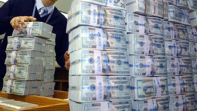 لبنان.. حظر مؤقت على إخراج مبالغ ضخمة من الدولار نقدا