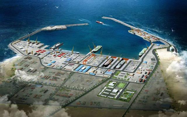 ميناء الدقم يستقبل إحدى أكبر الناقلات البحرية