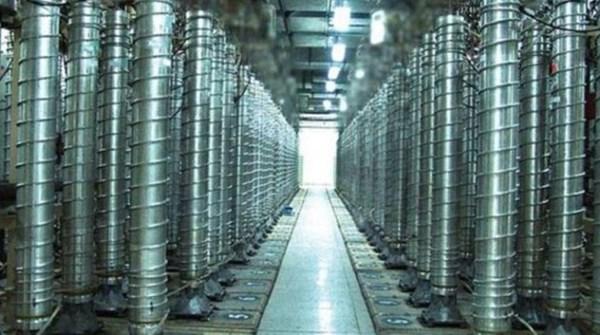 إيران تشغّل أجهزة جديدة للطرد المركزي وتضخ «غاز اليورانيوم» في أوج محادثات فيينا