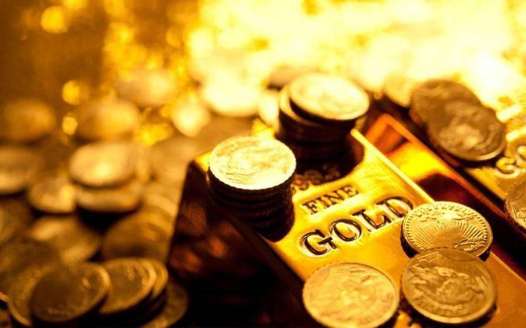 انخفاض أسعار الذهب عالمياً مع مراقبة التطورات التجارية والسياسية