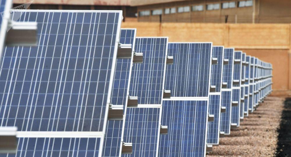 بطاريات الطاقة الشمسية تحل مشكلة الكهرباء في سوريا