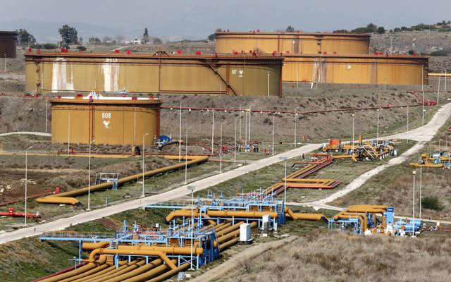 النفط الكويتي يتراجع إلى 50.09 دولار للبرميل