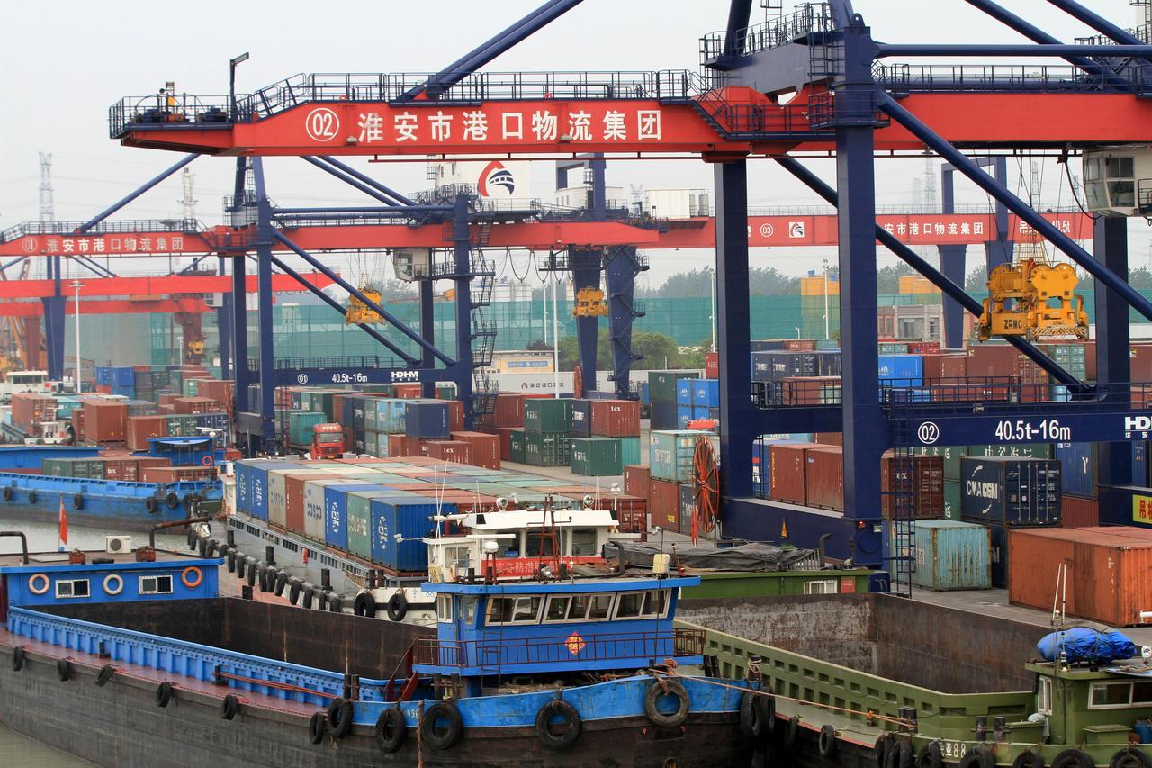 أمريكا تبدأ في تحصيل رسوم أعلى على السلع الصينية