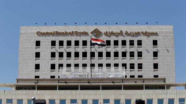 السوريون يدخرون ملياري دولار في 13 مصرفا