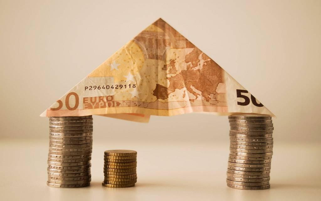 اليورو يتراجع دون 1.18 دولار عقب بيانات اقتصادية