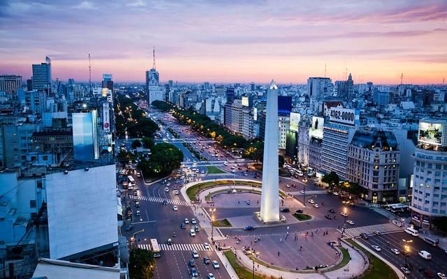 الأرجنتين تتوصل لاتفاق مع الدائنين لإعادة هيكلة ديون بـ65 ملياردولار